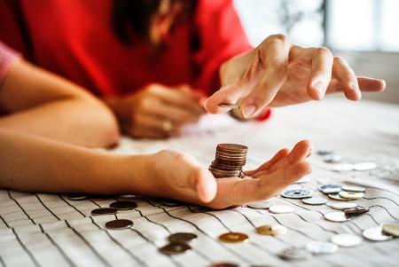 Adósságrendezés hitelkiváltó hitel segítségével - megéri számolni!